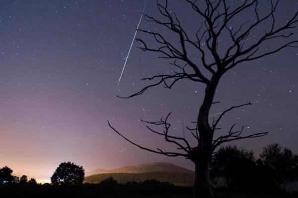 cómo son las estrellas fugaces