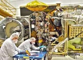 cómo se fabrican los satélites artificiales