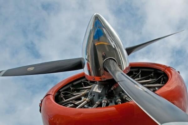 Cómo se hacen las helices de los aviones