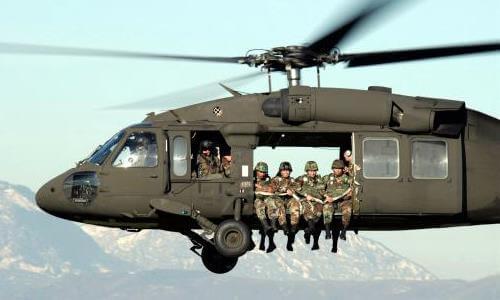 Helicóptero transporte de tropas