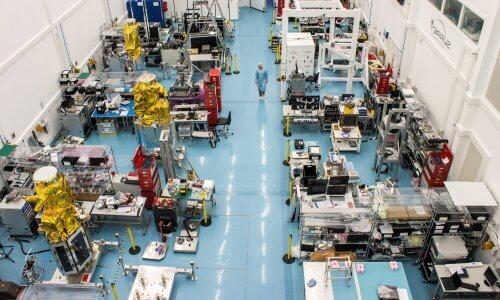 fabricación de satélites artificiales