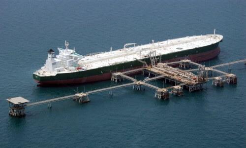 cómo se transporta el petroleo en barco