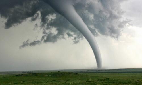 tornado formado por el viento