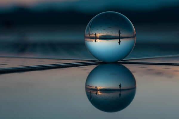 Qué es la reflexión y la refracción de la luz